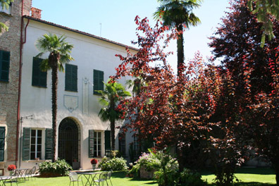 The 18th century Castello di Verduno and its luscious garden have also functioned as a hotel and restaurant since 1953.