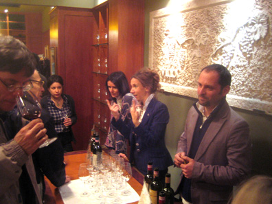 Silvia, Barbara and Fabrizio indulge curious tasters in revealing secrets of the winemaking process.